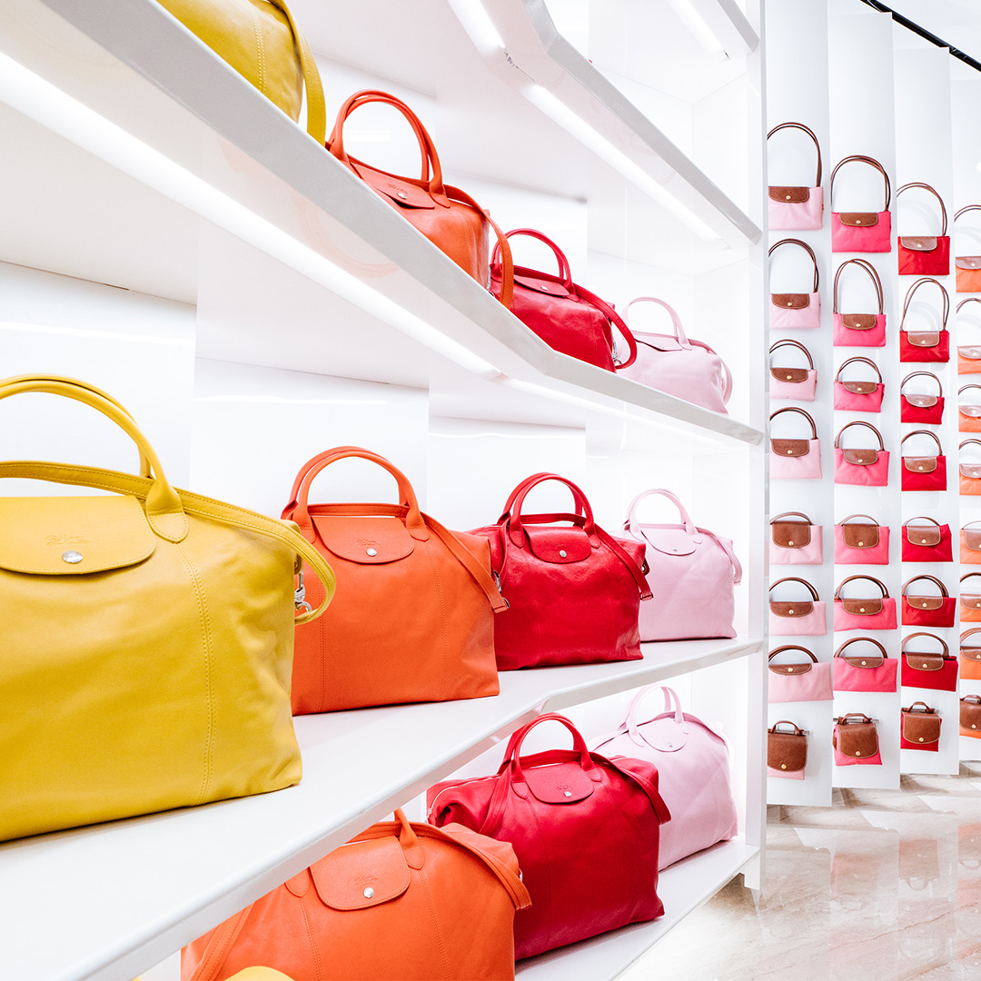 c4d94c288e50 Longchamp outlet boutique • Bicester Village