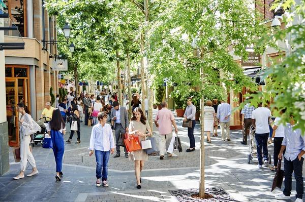 Designer outlet shopping madrid las rozas village las for Outlet las rozas
